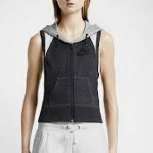 Nike District 72 Old Skool Styled Hooded Vest